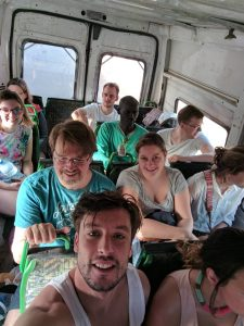 In de bus naar Yene
