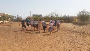 Groep bezoekt de school